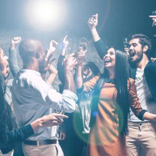 ホストクラブで良く使うコール(歌)4選!悪酔い対策も解説【盛り上がる】